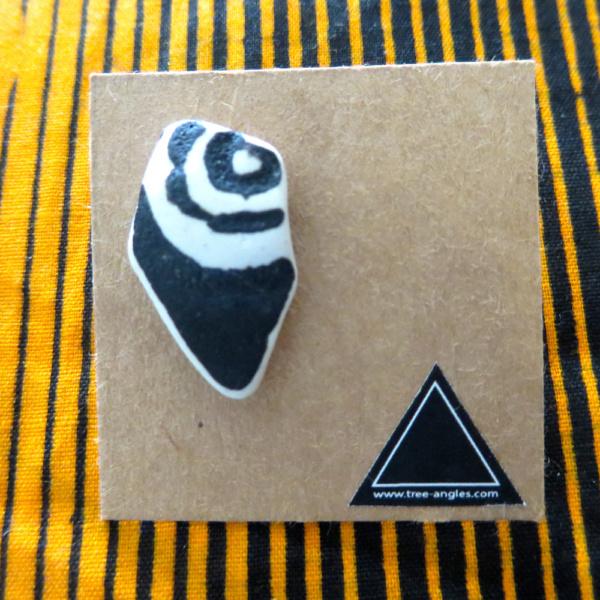 ►►△ Black ceramic earring [3]